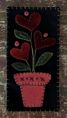 felted wool crafts Front Porch Quilt Shop: Skinnies Forget-Me-Not Penny Rug Patterns, Wool Applique Patterns, Felt Patterns, Felt Embroidery, Felt Applique, Felted Wool Crafts, Felt Crafts, Diy Crafts, Applique Wall Hanging