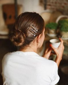 33 Easy Ways To Style Your Hair With Hair Clips - Hair and Beauty eye makeup Ideas To Try - Nail Art Design Ideas 90s Hairstyles, Pretty Hairstyles, Braided Hairstyles, Hairstyle Ideas, Fringe Hairstyle, Medium Hairstyle, Easy Hairstyle, Bobby Pin Hairstyles, Simple Hairstyles