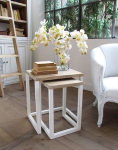 Mesa nido en madera natural y blanco decapado. http://www.decoraciontenerife.es/es/catalogos/mobiliario