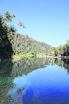 El ingreso al camping y al lago se halla a unos 20 kilómetros de Villa La Angostura.IDEAL PARA MOCHILEROS ACAMPAR A ORILLAS DEL ESPEJO CHICO
