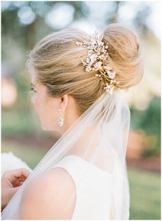 Bridal bun by Emily Artistry with BHLDN hairpiece || The Ganeys