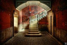 """""""Das Leben ist eine Treppe: Wir wissen nie, ob es mit uns aufwärts oder abwärts geht."""" Ernst R. Hauschka Oft sind Treppenhäuser Herz und Seele oder Rückgrat eines Gebäudes und prägen als ausdruckss…"""