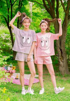 Orin 2 Twin Outfits, Couple Outfits, Kawaii Fashion, Girl Fashion, Fashion Outfits, Ulzzang Fashion, Ulzzang Girl, Cute Korean Girl, Asian Girl