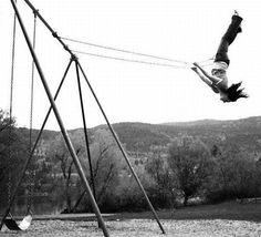 Swinging is the best for freedom (black and white photography swing) Old Photos, Vintage Photos, Cover Photos, Vintage Art, Photocollage, My Childhood Memories, Instagram Girls, Happy Weekend, Happy Tuesday