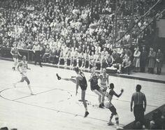1961 Oregon basketball game vs. Washington State at McArthur Court. From the 1961 Oregana (University of Oregon yearbook). www.CampusAttic.com
