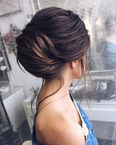 Beautiful soft updo wedding hairstyle idea #weddinghair #hairstyle #updo #messyupdo #hairupdoideas #hairideas #softupdo #bridalhair #messyupdohair #weddinghairstyles #hairstyles #hairsideas