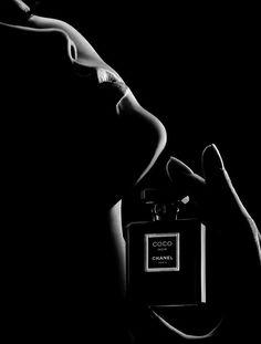 Quelque gouttes de parfum.