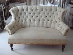 Gorgeous vintage couch.