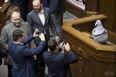 ウクライナで人気の「待ってる者」のぬいぐるみ、国会でも議員たちに大人気!! - ツイナビ | ツイッター(Twitter)ガイド