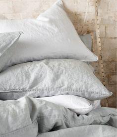 Harmaata pellavaa #lakanat #makuuhuone #tyyny
