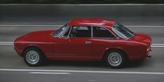 https://flic.kr/p/CZQjWT   Alfa Romeo, GTV 2000, Wan Chai, Hong Kong   Another classic Alfa :)