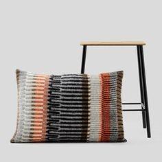 Weaving Textiles, Weaving Patterns, Weaving Projects, Knitting Projects, Knitting Ideas, Island Crafts, Kit, Knitted Cushions, Diy Cushion