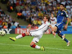 Com 32 minutos em campo e dois chutes, Götze coroa superioridade alemã - Copa do Mundo - iG
