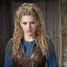 """Katheryn Winnick is known as """"Lagertha"""" from the TV series """"Vikings"""". Vikings Lagertha, Lagertha Hair, Vikings Tv, Lagertha Costume, Braided Hairstyles, Wedding Hairstyles, Hairstyles 2018, Latest Hairstyles"""