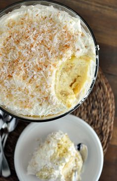 Coconut Tres Leches Cake Trifle: (says another pinner) hands down one of the most stunning desserts to ever come out of my kitchen. The bonus is that all of the components (and the actual trifle!) can be made in advance. Coconut Desserts, Trifle Desserts, Coconut Recipes, Just Desserts, Delicious Desserts, Yummy Food, Trifle Cake, Coconut Cakes, Sweet Recipes