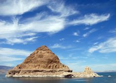 The Luxor Hotel Isn T Only Place To See A Pyramid In Nevada Check Out Lake Just North Of Reno