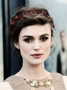 Keira Knightley / soft pastels / smoky eyes.