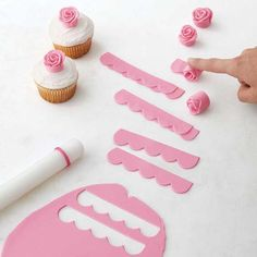 Easy Blooms Flower Cut-Outs - If you never thought you could make a fondant flower, think again. These Easy Blooms flower cut-out - Fondant Cupcakes, Fondant Cake Toppers, Simple Fondant Cake, Cupcake Toppers, Lemon Cupcakes, Strawberry Cupcakes, Pink Cupcakes, Ballerina Cupcakes, Decorating Supplies