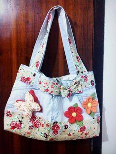 Bolsa feitas de calça jeans Denim Tote Bags, Denim Handbags, Patchwork Bags, Quilted Bag, Blue Jean Purses, Diy Bags Purses, Recycle Jeans, Handmade Handbags, Recycled Denim