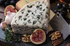 Vyrobte si chutný francouzský sýr – doma, levně a jednoduše - DámskýDeník.cz Charcuterie Raclette, Charcuterie Board, Best Cheese, Vegan Cheese, Cheese Food, Cheese Types, Cheese Party, Queso Panela, Vegan Recipes