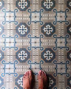 --------------------------------------------#tiles #tilelove #tilesaddiction #tileaddiction #ihavethisthingfortiles #ihavethisthingwithtiles #ihavethisthingwithfloors #fromwhereistand #patterns #azulejos #walls #floors #urbanexplorer #exploringtheglobe #malaysia #malacca #melaka #travelgram #lamochilainfame #traveler #chiquileros #southeastasia #sudesteasiatico #tiles #backpacking #travelbug #neverstopexploring by sannevita