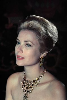 "princessgracekelly1956: "" ""Princess Grace photographed by Philippe Halsman, 1963 "" ""                                                                                                                                                                                 Mehr"