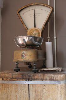 * Vintage Decor, Vintage Antiques, Retro Vintage, Farmhouse Chic, Vintage Farmhouse, Old Scales, Weight Scale, Vintage Kitchenware, Old Tools