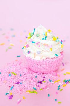 DIY Glitter Cupcake Bath Bombs