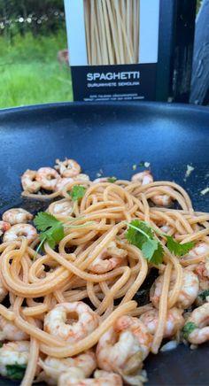 Scampi, Parmesan, Chili, Spaghetti, Ethnic Recipes, Food, Cilantro, Chile, Essen