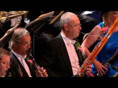 ▶ BBC Last Night of the Proms 2012 - Land of Hope and Glory - YouTube We used to always watch this. So patriotic.
