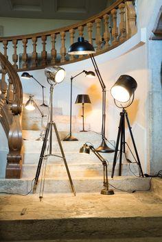 Leuchten im Rampenlicht... Track Lighting, Romance, Ceiling Lights, Home Decor, Light Fixtures, Romance Film, Romances, Decoration Home, Room Decor