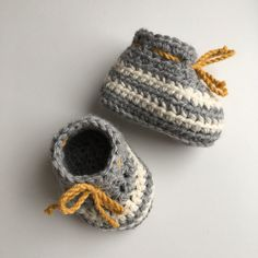 Items similar to Thick baby booties in alpaca and wool yarn. on Etsy Alpaca Wool, Wool Yarn, Aran Weight Yarn, Baby Shoe Sizes, Crochet Baby Booties, Baby Winter, Colour Schemes, Grey Stripes, 3 Months
