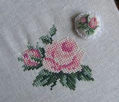 Cross Stitch Rose, Cross Stitch Flowers, Baby Bonnet Pattern, Hand Embroidery Stitches, Bargello, Cross Stitching, Needlework, Tapestry, Sewing