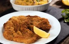 Wiener Schnitzel - veal cutlets pounded really thin, breaded and fried until tender and crispy. Wiener Schnitzel is traditionally served with lemon and potat. Wiener Schnitzel, Veal Cutlet, Chicken Bites, Chicken Cutlets, Crusted Chicken, Sliced Potatoes, Entree Recipes, Cooking Recipes, Greek Recipes