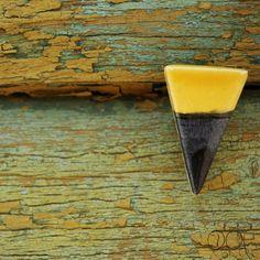 FREE SHIPPING two-tone ceramic earings triangle stud by loliti Garden Trowel, Garden Tools, Ceramic Jewelry, Geometric Shapes, Triangle, Mint, Stud Earrings, Ceramics, Free Shipping