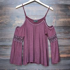 vintage acid wash cold shoulder boho shirt in burgundy