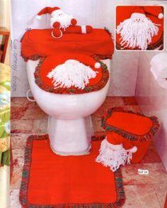 baño rojo con santa Bathroom Crafts, Ideas Hogar, Decorative Pillows, Toilet, Perfume, Diy, Home Decor, Chocolates, Christmas