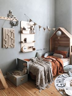 Cozy Boy room with plenty of natural textures and materials. Feature Rafa-kids X… Cozy Boy room with plenty of natural textures and materials. Beautiful pictures and styling –. Baby Room Design, Baby Room Decor, Bedroom Decor, Bedroom Ideas, Toddler Rooms, Baby Boy Rooms, Toddler Bed, Unique Wall Shelves, Kids Bedroom