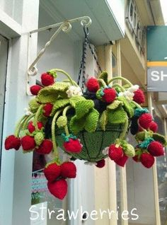 You will love to learn how to knit strawberries and make a fabulous Strawberry Hanging Basket. We have a video tutorial and a free pattern for you. Knitted Strawberries by Liz Taylor and Friends. This knitted strawberry plant was a collaborative effort am Crochet Cactus, Crochet Food, Crochet Yarn, Crochet Stitch, Yarn Bombing, Crochet Strawberry, Strawberry Plants, Strawberry Tea, Raspberry