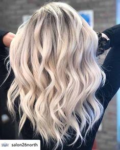 Blonde Hair Shades, Light Blonde Hair, Blonde Hair Looks, Blonde Hair With Highlights, Bleach Blonde, Brown Blonde Hair, Pearl Blonde, Caramel Highlights, Cool Ash Blonde