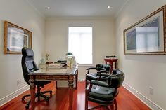 Make the most of your office space with plenty of seating. 2331 North Ridge Trail, Oakville