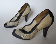 Spectator Shoes / 40s Shoe / 1940s Shoe / Navy by MinxouriVintage