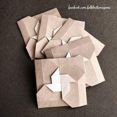 Falk Brito Origami Envelopes dobrados com papéis reaproveitados de uma sacola que ganhei do meu amigo ceramista Davi Ferraz.