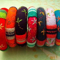 CUSTOM Embroidered and Crochet Felt Bracelet door KaleidoscopeStyle Embroidery Bracelets, Felt Embroidery, Learn Embroidery, Textile Jewelry, Fabric Jewelry, Jewellery, Felt Diy, Felt Crafts, Wet Felting