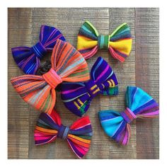 Colorful and bright sarape bows. You can pick choose color, size and clip or headband Two sizes: small Large Alligator clip or nylon headband Fork Bow, Diy Hair Bows, Bow Headbands, Mexican Fabric, Fancy Bows, Boutique Hair Bows, Dog Bows, Diy Hair Accessories, Mexican Babies