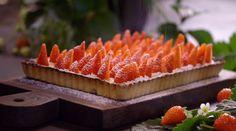 Moederdagtaart met aardbeienfool uit 'Fragaria Ananassa #KMVB #kokenmetvanboven #nagerecht #aardbeien #taart #moederdag