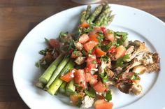 Austernpilze und Grüner Spargel mit Salsa Da aktuell wieder Spargelsaison ist, gab es das leckere Gemüse zuletzt häufiger bei mir. Am vergangenen Wochenende dann in Form vonAusternpilze mit Grünem…