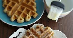 An irresistible recipe for fresh and delicious churros that you make in the waffle iron!