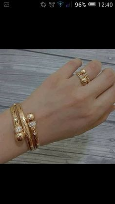 Gold Ring Designs, Gold Bangles Design, Gold Jewellery Design, Gold Mangalsutra Designs, Bridal Bangles, Jewelry Design Earrings, Hand Jewelry, Wedding Jewelry, Jewelery