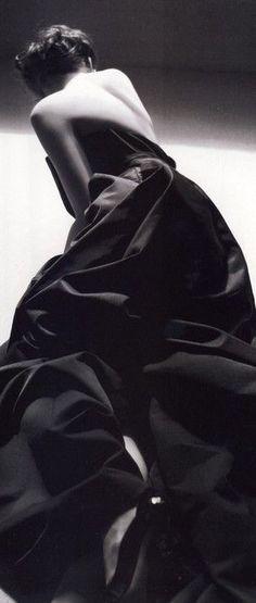 Anne Hathaway | Vogue Paris